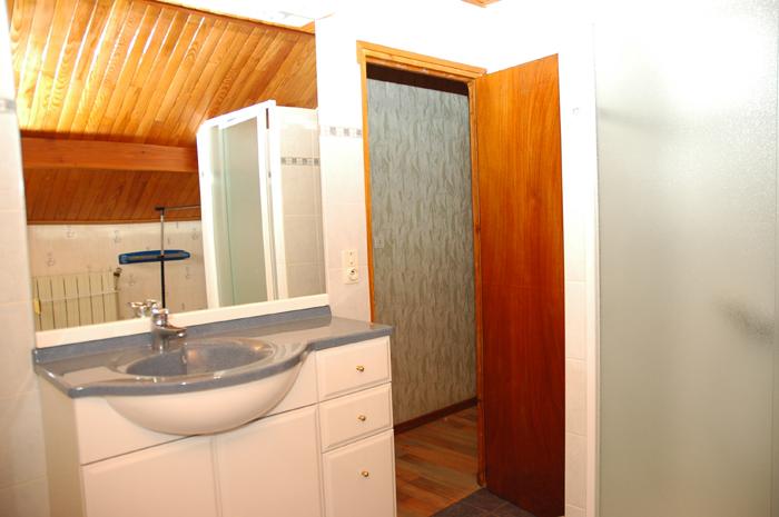 appartement 6 personnes salle de bain. Black Bedroom Furniture Sets. Home Design Ideas
